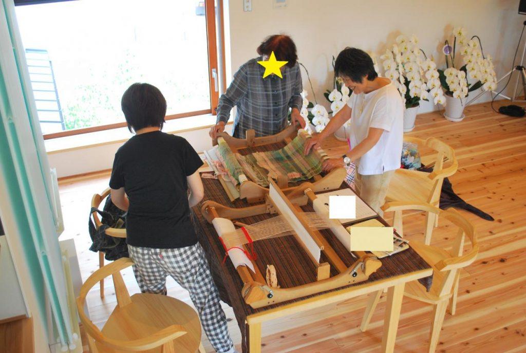 手織り教室が開かれました。